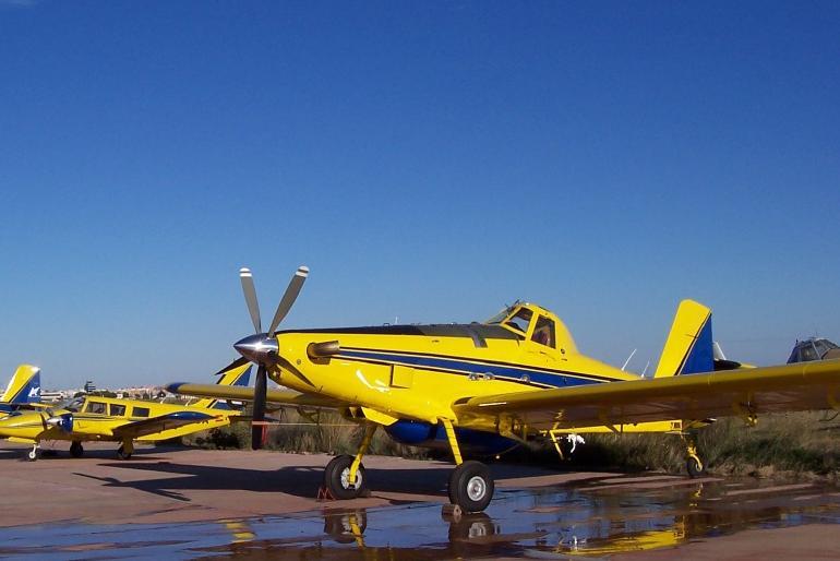 Avión Monomotor AT-802A